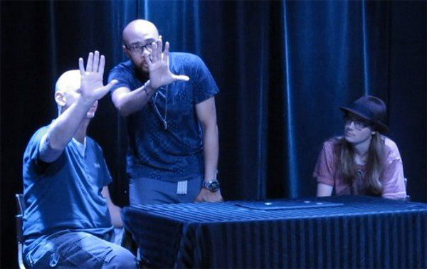 """Eric med Robert Berlin och Felix Fallkvist i en rutin som kommer visas i Penn & Teller's """"Fool Us"""" senare denna månaden."""