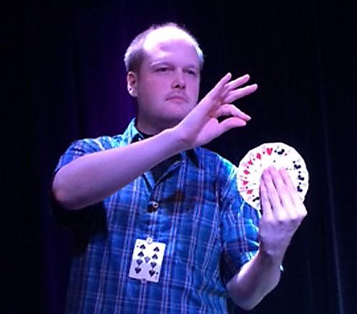 "Matz tolkar Tommy Wonders ""Diminishing cards"" med egen gimmick samt rutin."