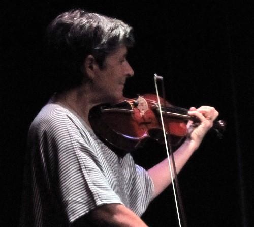Sarah på fiol.