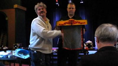 """Christer """"Christabuu"""" Jönsson och Leif Densloe visar hur man skall göra."""