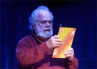 Alf Mouwitz med ett jumbokaninkort