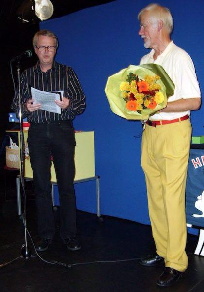 Torbjörn Hellgren läser en hälsning från Christer Nilsson och MagiArkivet. Foto Dusenberg
