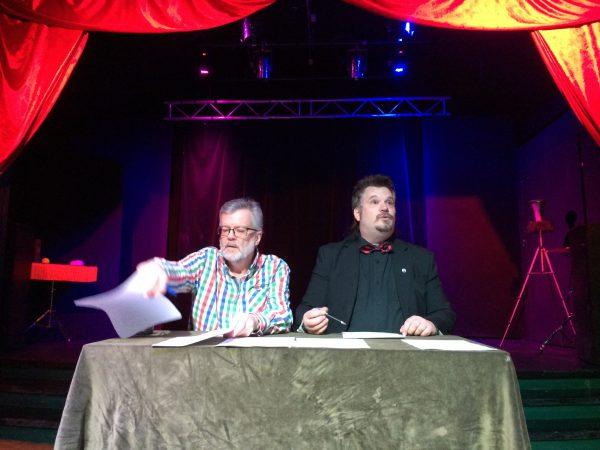 Anders Sylvan och Martin Rosvall sköta om årsmötet.