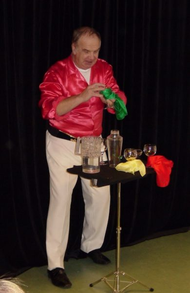 Mr Magic Suné i full gång med dukar och bägare