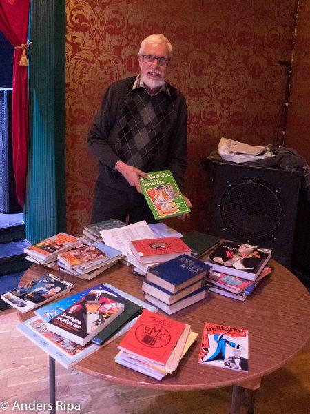 Carno överlämnar böcker från SMB