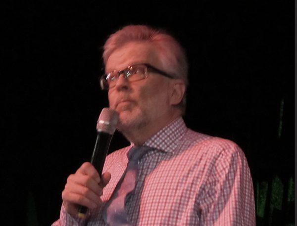 Anders Sylvan gratulerar Thorbjörn med sång