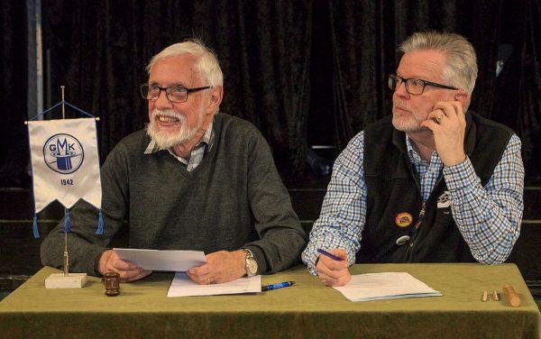 Nils-Olof och Anders sköter årsmötet