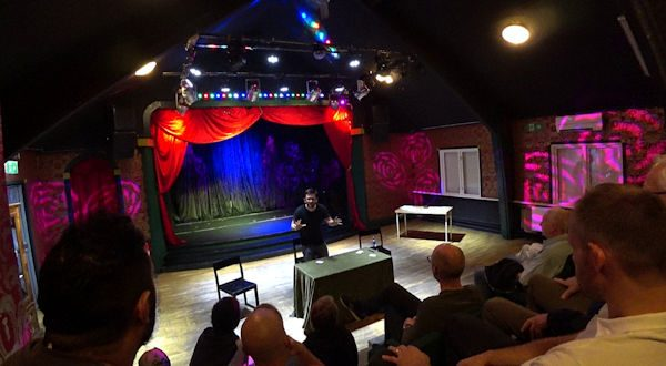 Över 30 personer besökte Teater Buratino.