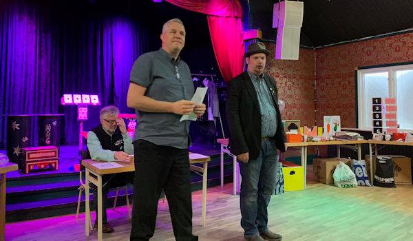 Dagens auktionsförrättare Leif och Martin samt kassören Anders