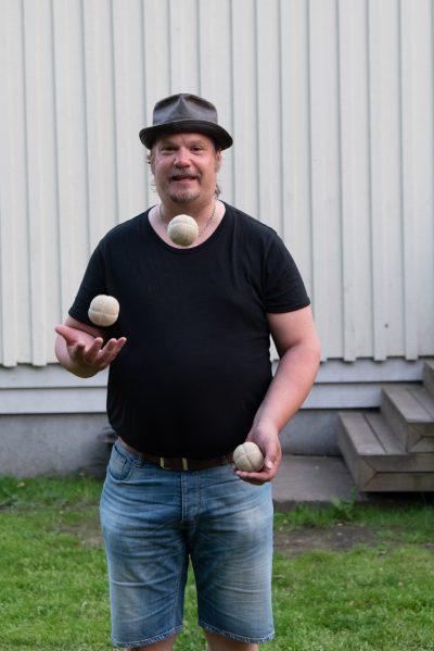 Martin Rosvall jonglerar