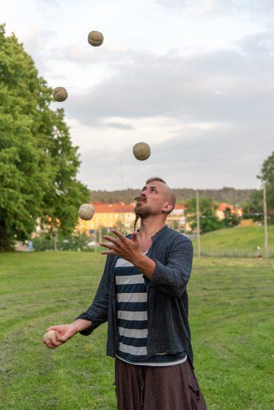 Anton Franzon jonglerar